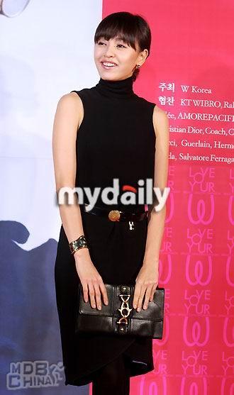 姜成妍的写真照片 第8张 共12张图片